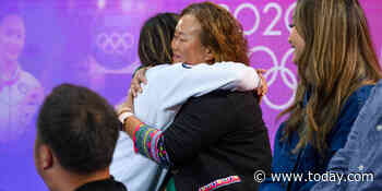 See U.S. gymnast Suni Lee reunite with her family for 1st time after Olympics