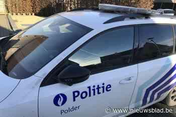 Man zonder rijbewijs botst bijna op politievoertuig, twee rijbewijzen ingetrokken