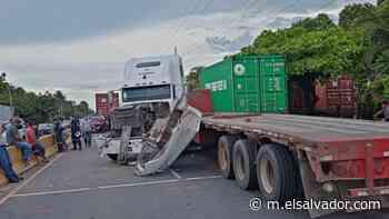 Paso bloqueado en la carretera de Sonsonate a Acajutla por fuerte accidente de tránsito - elsalvador.com