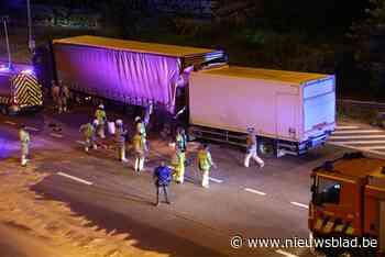 Vrachtwagenbestuurder rijdt in op stilstaande voorligger op Antwerpse Ring: slachtoffer ernstig gewond