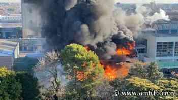 Se registró un voraz incendio en un sector de la cervecería Quilmes - ámbito.com