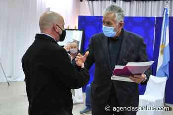 Villa Mercedes: el gobernador entregó escrituras y contratos de readjudicación a 29 familias - Agencia de Noticias San Luis
