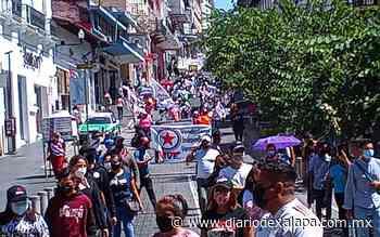 Vendedores ambulantes marcharon por calles de Xalapa, piden que se les permita trabajar - Diario de Xalapa