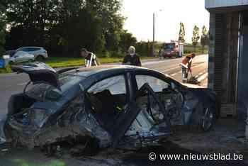 Als bij wonder: auto's totaal vernield na zware klap maar geen gewonden