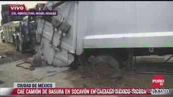 Cae camión de basura en socavón en la México-Tacuba - Noticieros Televisa