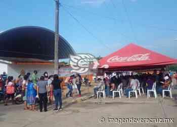 Treintones de Chinameca reciben primera dosis de vacuna - Imagen de Veracruz