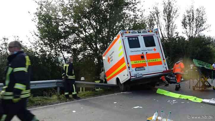 Emstek: Rettungswagen verunglückt, Sanitäter verletzt - NDR.de