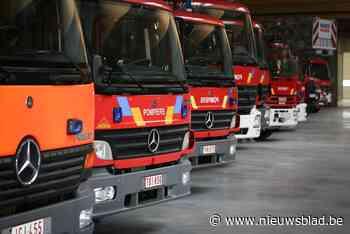 Brandweer moet wegdek reinigen nadat sproeimachine olie verl... (Oostrozebeke) - Het Nieuwsblad