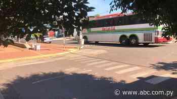 Detienen a colectivo con 28 pasajeros en Itacurubí de la Cordillera - ABC Color
