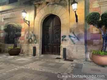 Buscan al autor de la pintada de un pene en las puertas del Ayuntamiento de Algeciras - Portal de Cádiz
