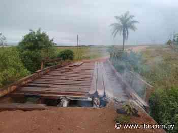 Queman puente de madera en acceso Quiindy-Ybycuí - ABC Color