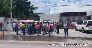 Trabajadores de SASOMER y OMILADE realizan plantón en Comalcalco - Diario Presente