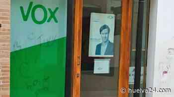 VOX denuncia la pintada de unos genitales con un mensaje grosero en la fachada de su Oficina Municipal - Huelva24