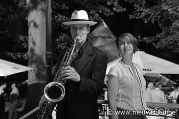 Saxofoonoptreden op Boerenmarkt