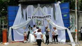 Alumnos de Jucuapa rinden homenaje a profesor de matemáticas que murió por covid-19 - elsalvador.com