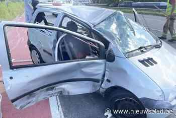 Bestuurder 'slechts' lichtgewond na buiteling met auto vol oud ijzer