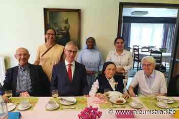 Dollen met burgemeester en vernieuwen van geloften: zuster viert 105de verjaardag in stijl