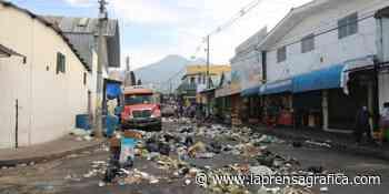 Fotos: Zacatecoluca amanece inundada de basura - La Prensa Grafica