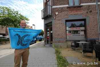 """BLIJVEN PLAKKEN. Mortsel: """"In polonaise van Café Moderne naar Oud Antwerpen en terug"""" - Gazet van Antwerpen"""