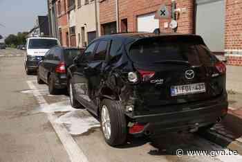 Tractor rijdt geparkeerde auto's aan - Gazet van Antwerpen