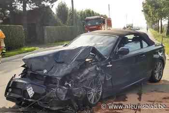 19-jarige bestuurster naar ziekenhuis na aanrijding tussen twee BMW's
