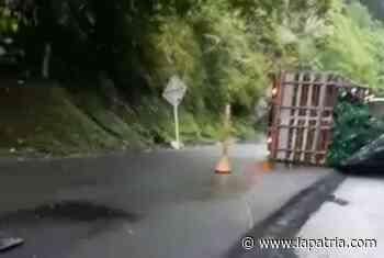 Volcamiento en Chirapotó, vía Manizales-La Pintada - La Patria.com