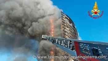 En video: incendio devora por completo un edificio de apartamentos - Telemundo Nueva Inglaterra