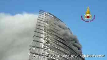 Video: incendio devora edificio de 20 pisos en Italia - Telemundo Nueva Inglaterra