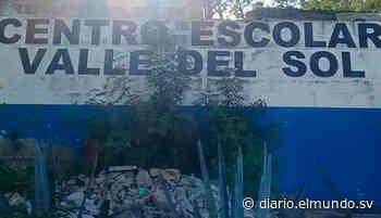 Centro Escolar de Apopa en riesgo por una cárcava Una fuente aseguró que la cárcava tiene alrededor de 25 metros de largo. - Diario El Mundo