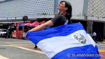 """""""Adentro Cojutepeque"""". Alejandra Gavidia recibe con una típica vestimenta al mes patriótico   Noticias de El Salvador - elsalvador.com"""