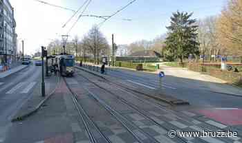 Tien lichtgewonden bij aanrijding tussen tram en bus in Jette - BRUZZ