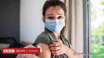 Coronavirus: las vacunas reducen el riesgo de covid de larga duración a la mitad - BBC News Mundo