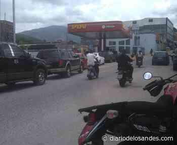 Motorizados de Valera reclaman que les quitaron gasolina para atender a 90 carros en la única bomba que surte motos - Diario de Los Andes