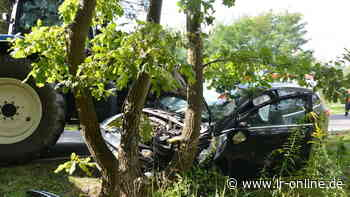 Unfall bei Spremberg: Autofahrer bei Unfall mit Traktor eingeklemmt - Lausitzer Rundschau