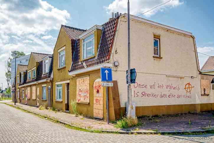 """De laatste bewoners van de """"Schimmelwijk"""" die straks gesloopt wordt: """"Sommigen zeggen dat ze alleen weggaan in een doodskist"""""""