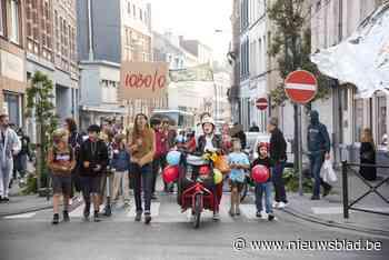 """Schoolkinderen trekken de straat op om te protesteren tegen Koning Auto: """"Onze gezondheid staat hier op het spel"""" - Het Nieuwsblad"""