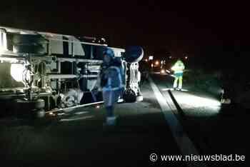 Bestuurders vluchten na ongeval op A19, snelweg versperd