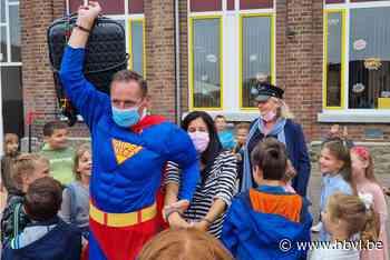 Superhelden openen nieuw schooljaar in De Wijzer (Nieuwerkerken) - Het Belang van Limburg Mobile - Het Belang van Limburg