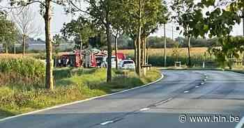Twee wagens botsen frontaal in Ieper: twee doden, één gewonde - Het Laatste Nieuws