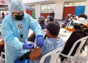 Moquegua intensifica la campaña de vacunación contra el covid-19 para mayores de 30 años - Agencia Andina