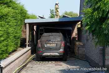 Buren merken hevige garagebrand op tijdens fietstocht bewone... (Dentergem) - Het Nieuwsblad