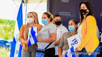 Michelle Sol entrega escrituras de propiedad a familias de Conchagua y El Carmen, en La Unión - Diario La Huella