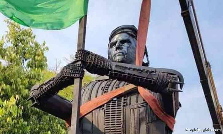 Estátua de Bolsonaro na cidade de Passo Fundo, no RS, divide opiniões de moradores - O Globo