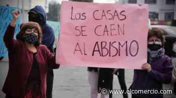Las personas que viven junto a la quebrada Carretas de Carapungo, norte de Quito, protestaron - El Comercio (Ecuador)