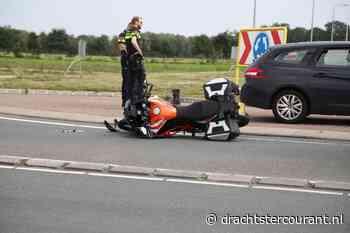 Motorrijder gewond bij aanrijding met auto op rotonde N356 bij Nijega - Drachtster Courant