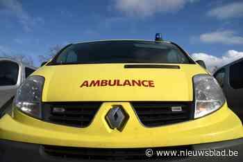 Passagier gewond bij aanrijding met tractor in Riemst - Het Nieuwsblad