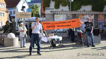 """""""Schützt unsere Kinder vor der Gentherapie"""": Impfgegner demonstrieren in Crailsheim - SWP"""