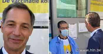 Premier De Croo bezoekt vaccinatiebus in Sint-Gillis - Het Laatste Nieuws