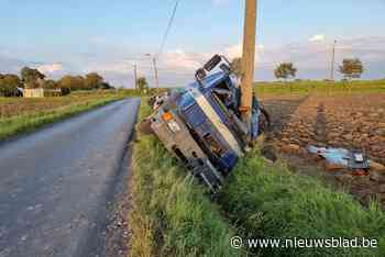 Tankwagen belandt in gracht, bestuurder mag engelbewaarder b... (Pittem) - Het Nieuwsblad