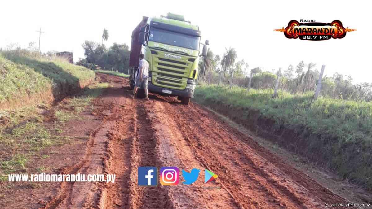 Vecinos olvidados denuncian pésimo estado de caminos en Mbutuy - radiomarandu.com.py